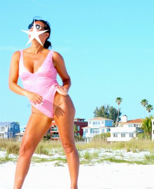 Oumnia escort girl in Zephyrhills