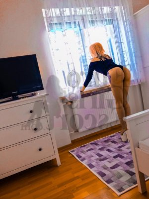 Maryka latina live escort