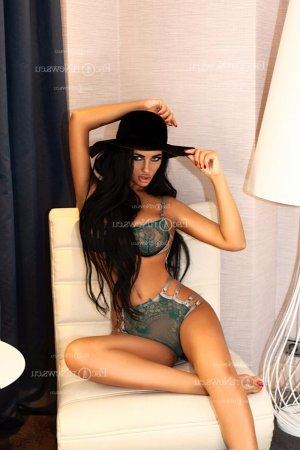 Anne-catherine latina escort